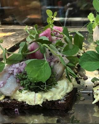 24 stykker højtbelagt luksus smørrebrød